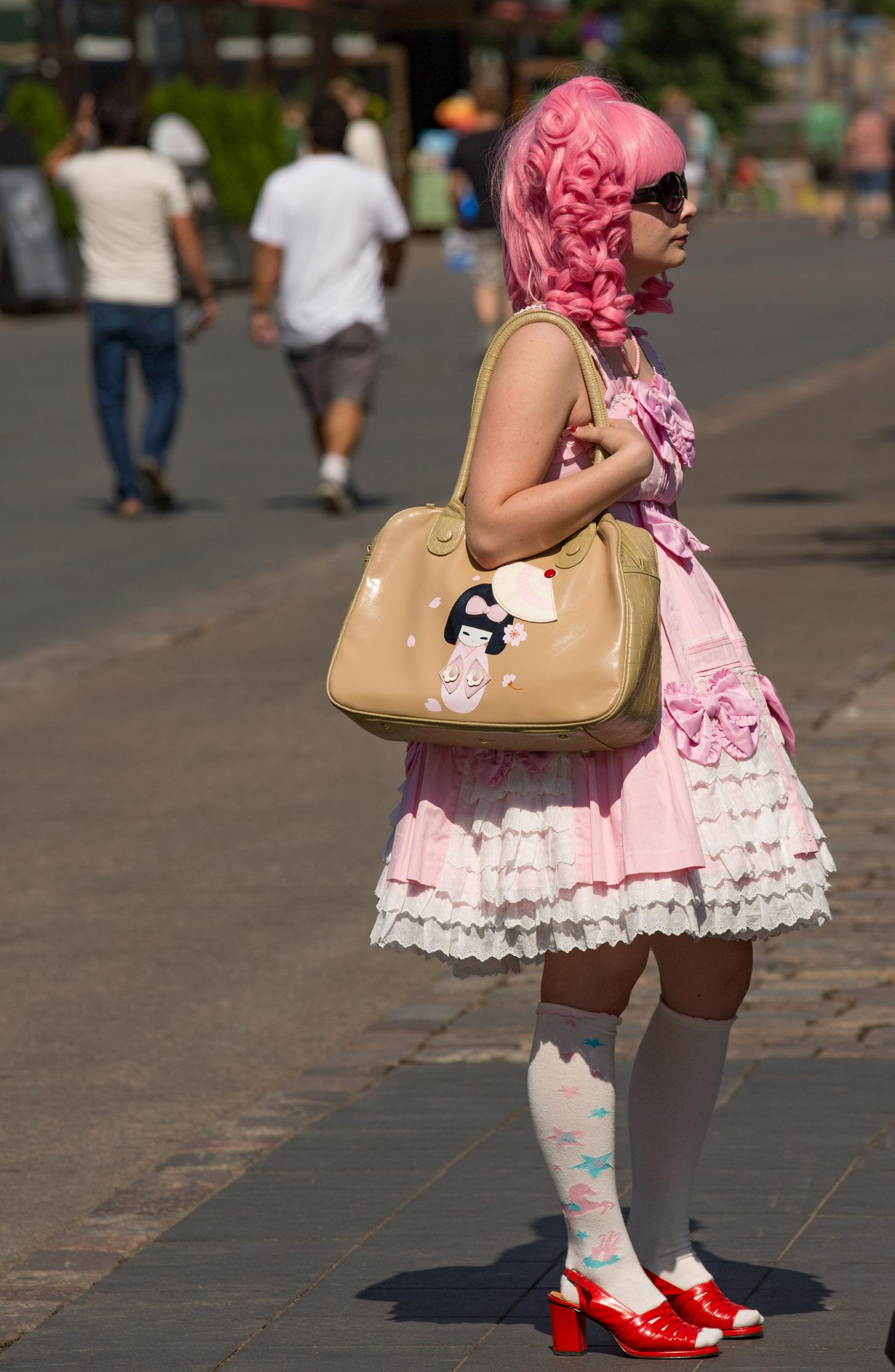Hip geklede dame in Helsinki